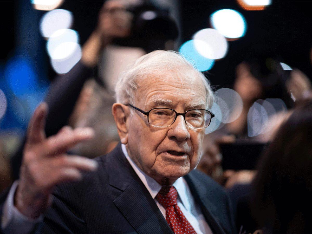 Warren Buffett liệu có sai lầm khi bỏ rơi vàng