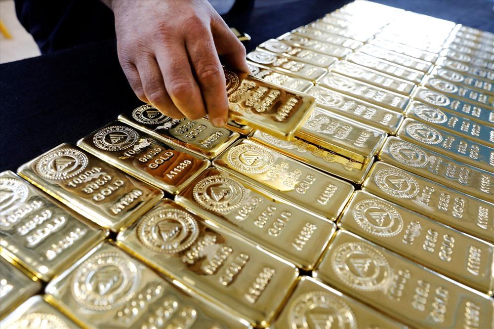 Giá vàng thế giới mất ngưỡng 1.700 USD/ounce